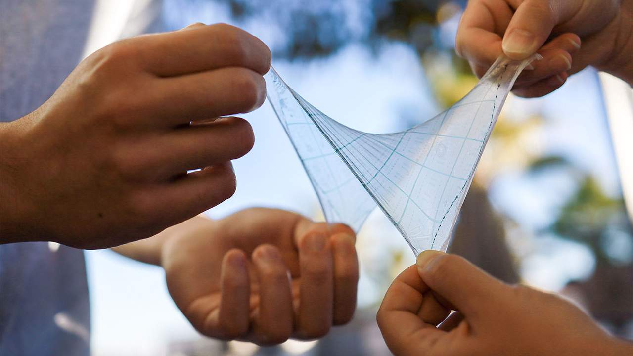 Stanford researchers create stretchable circuits that flex with the body