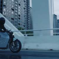 Da Vinci DC100 electric motorcycle can follow you like a puppy