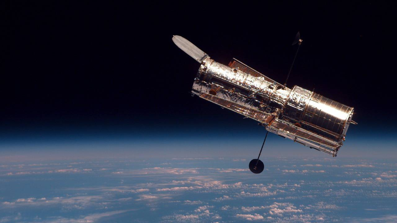 Hubble wakes up after NASA Space Telescope fix success