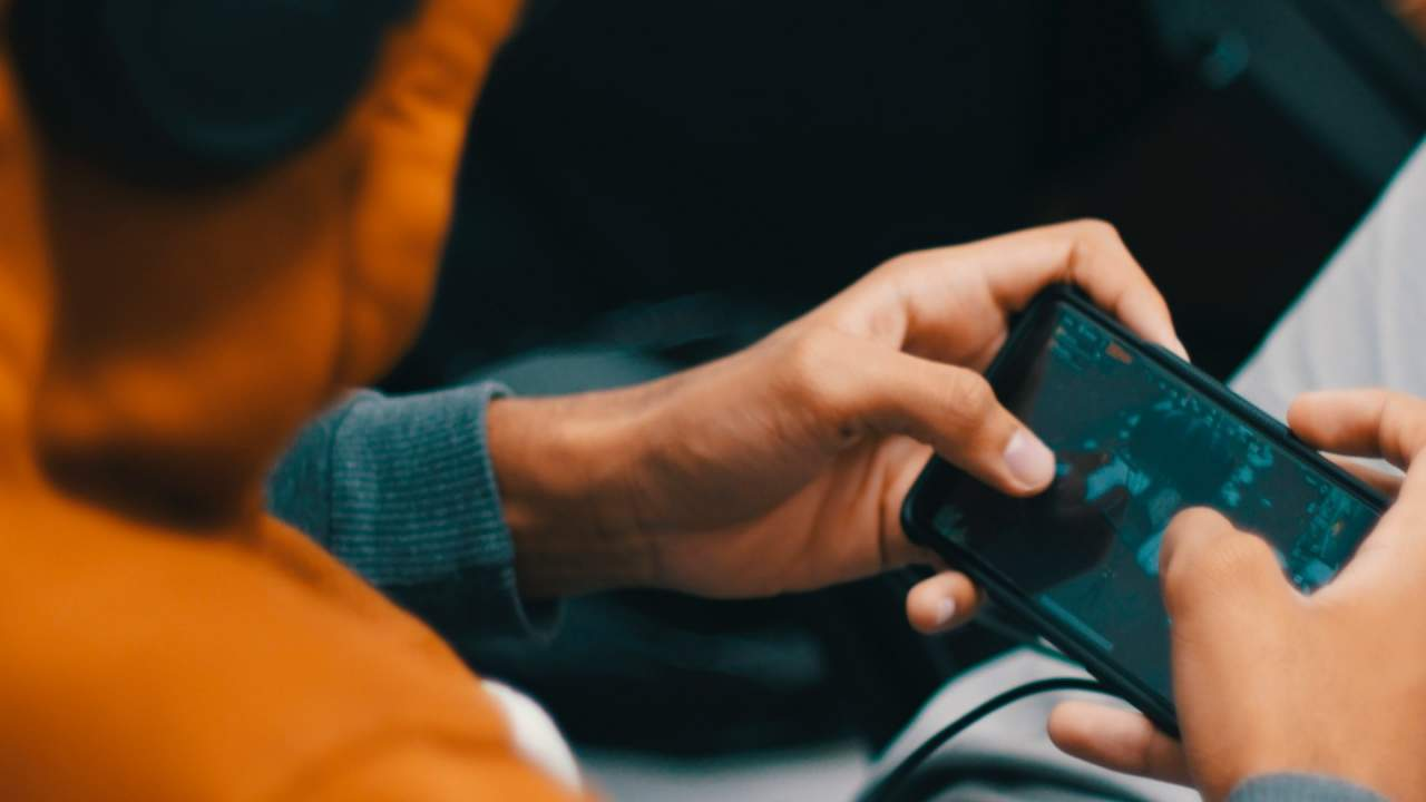 Mobile gaming to escape boredom can spectacularly backfire, study warns