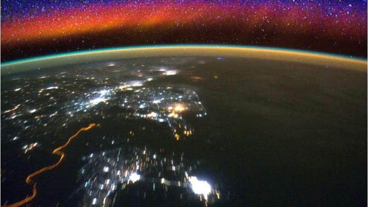 NASA's GOLD mission reveals surprising behavior of particles around the equator