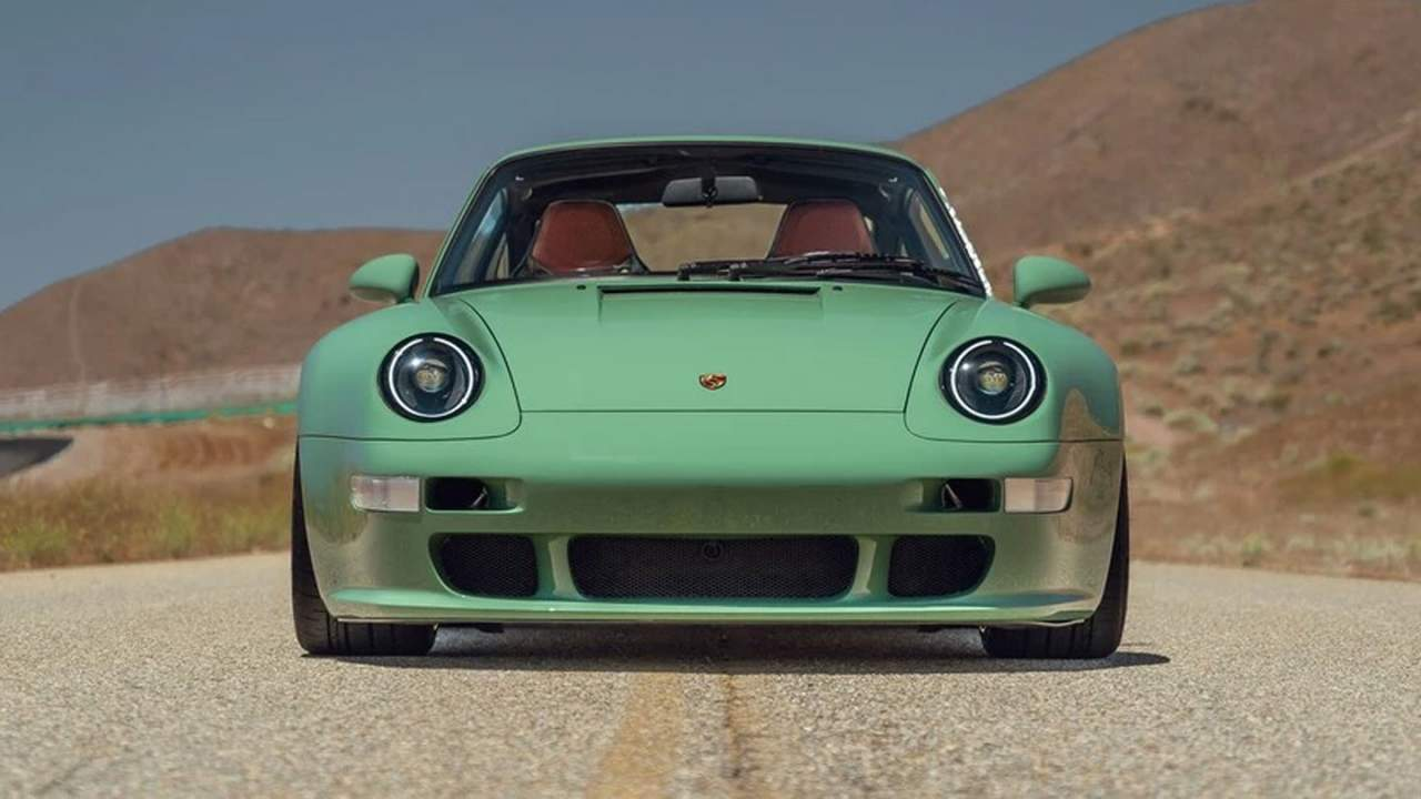 Porsche 993 Remastered by Gunther Werks takes to the track
