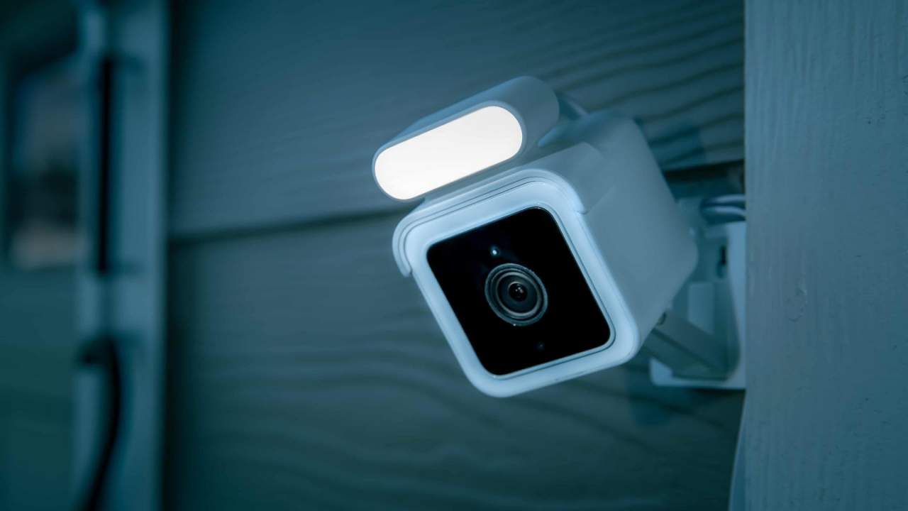 Wyze Cam Spotlight security camera boosts night vision with built-in lamp
