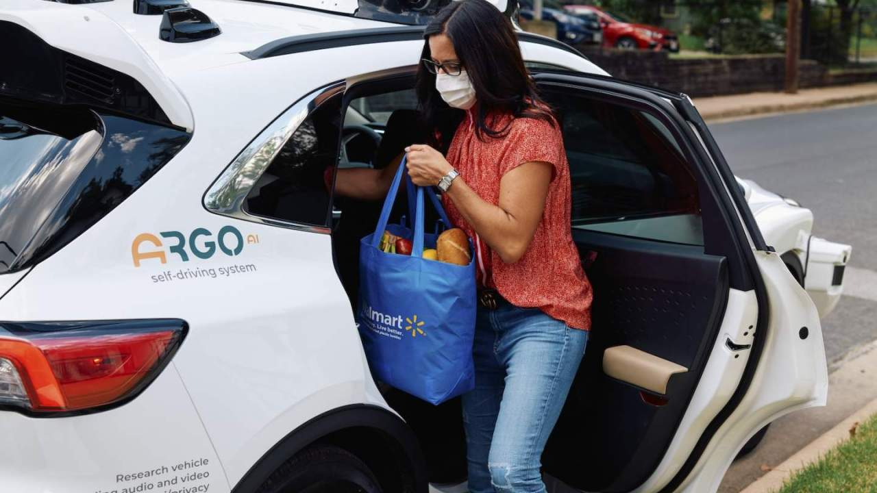 Walmart plans self-driving home delivery in 2021 with Ford and Argo AI cars