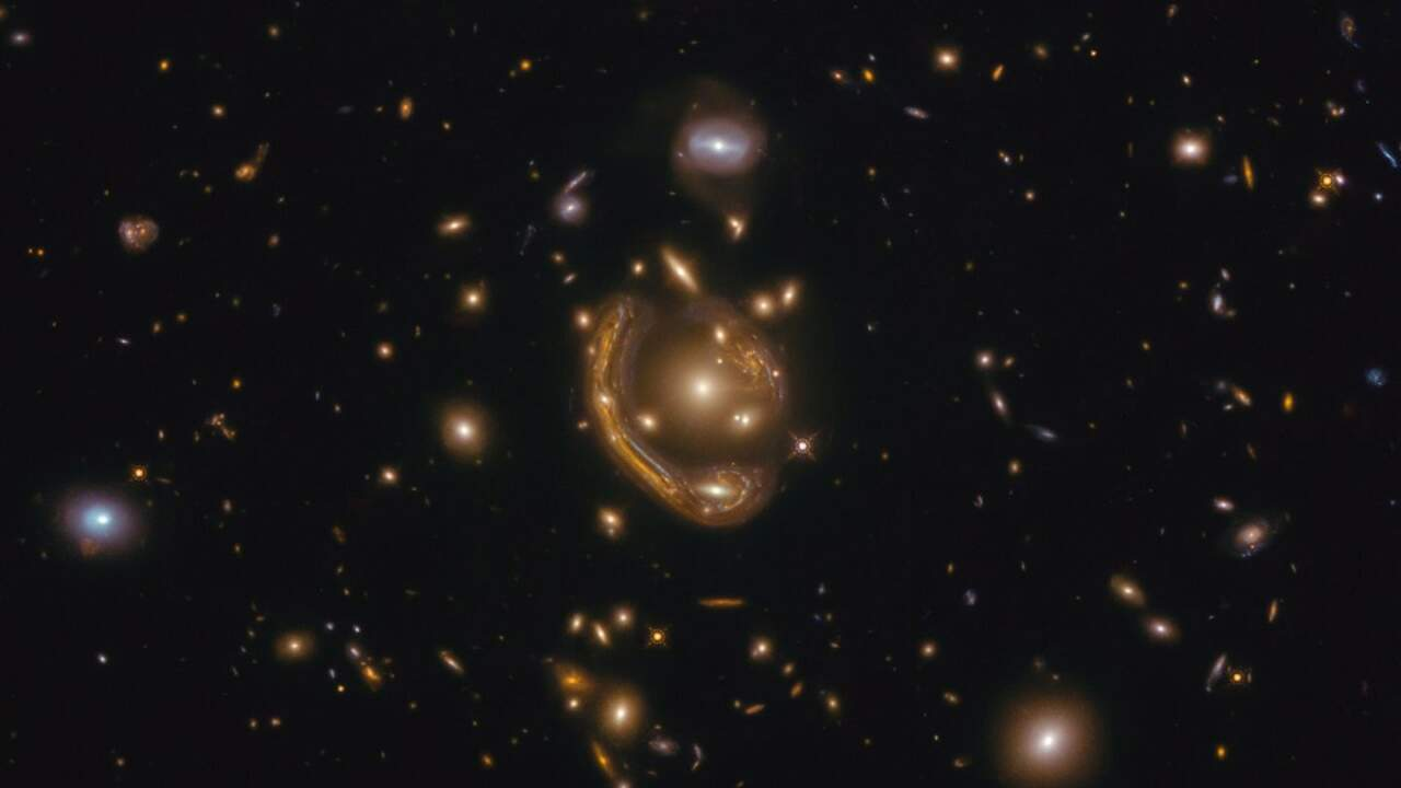 Hubble image shows beautiful Einstein Ring