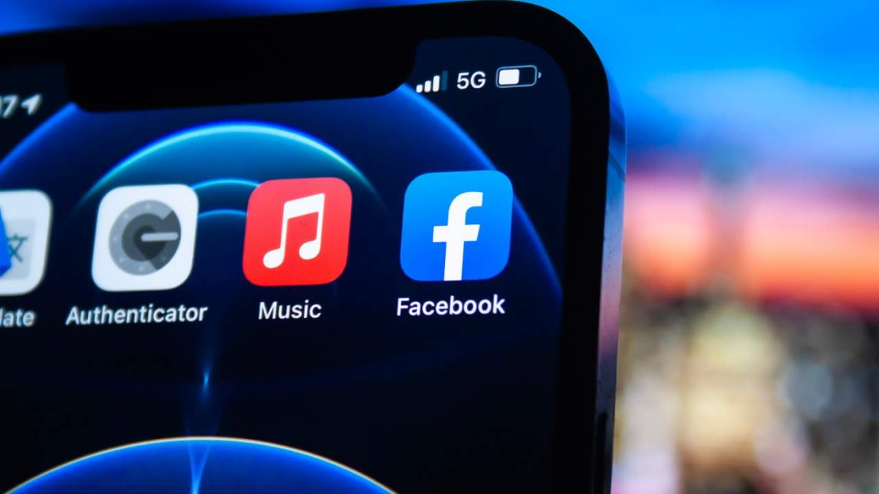 Facebook outage: Twitter, TikTok, more buckle as social refugees flood rivals