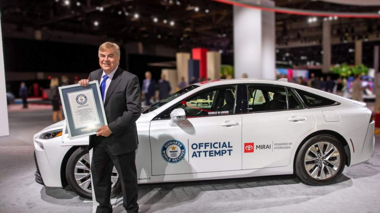 Toyota Mirai travels 845 miles on a tank of hydrogen to earn Guinness World Record