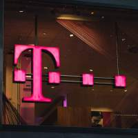 T-Mobile will pay off your expensive smartphone contract if you switch